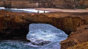 El arco natural llamado Puente Londres o London Bridge en Australia