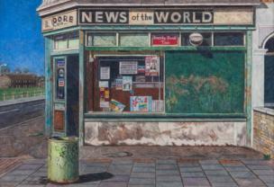 متجر صغير على جانب طريق في كانينغ تاون، شرقي لندن عام 1994.
