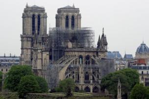 Notre Dame de París al día siguiente del incendio