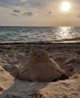 in_pictures Sand snowman