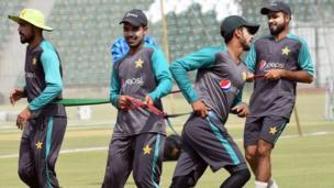 پاکستان کرکٹ بورڈ نے دورۂ انگلینڈ اور آئرلینڈ کے لیے پاکستان کے 16 رکنی قومی ٹیسٹ کرکٹ سکواڈ کا اعلان کیا ہے جس میں پانچ کھلاڑی ایسے ہیں جو پہلی بار ٹیسٹ میں ملک کی نمائندگی کریں گے۔