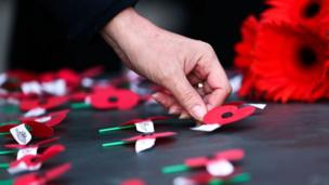 Poppies are laid on the Tomb of the Unknown Warrior during the Anzac Day Dawn Service at Pukeahu National War Memorial Park in Wellington, New Zealand (25 April 2018)