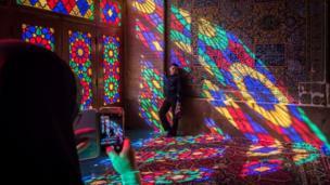 ثبت لحظه ای از نور رنگ در مسجد نصیرالملک شیراز