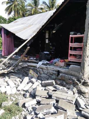 Una vivienda que colapsó en la localidad de Donggala.