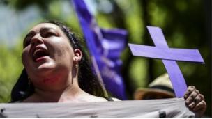 A woman in Mexico City protesting against the murder of Mara Fernanda Castilla (17/09/2017)
