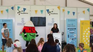 Tudur Phillips, Mistar Urdd a Dr Gwenno Ffrancon // The opening of the Science tent, GwyddonLe on the Maes on Monday.