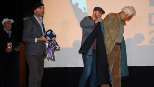 کیومرث پور احمد (کارگردان ایرانی) - صفر حقداد ( رئیس اتحادیه سینماگران تاجیکستان)