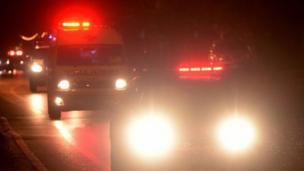 سيارات الإسعاف تنقل الأولاد الذين جرى إنقاذهم إلى مستشفى قريب في شمال تايلاند