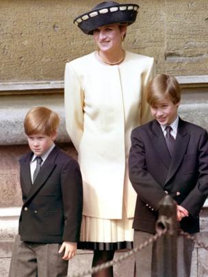Diana con Harry y William.
