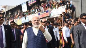 గుజరాత్ ఎన్నికల సందర్భంగా అహ్మదాబాద్లో తన ఓటు హక్కు వినియోగించుకున్న ప్రధాని నరేంద్ర మోదీ