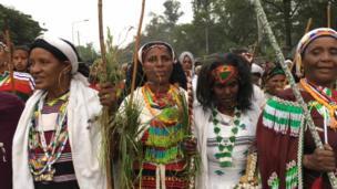 Haadhoolii faa'aawwan aadaa Oromoo himamee hin dhumneen bareedanii ayyaanicha irratti aragaman