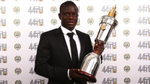 N'Golo Kanté, milieu de terrain de Chelsea, élu joueur de l'année de Premier League par ses pairs.
