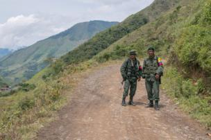 Two Farc fighters await the arrival of their commander. Santa Lucia, 2016