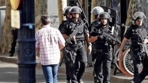 На місце прибула озброєна поліція