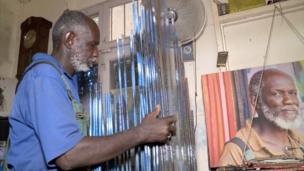 Rencontrez Djibril André Diop, artiste plasticien contemporain sénégalais qui s'est fait connaître par ses sculptures métalliques. La vidéo sur notre site.