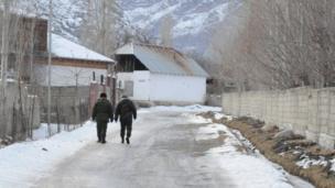 Кыргыз-тажик чек арасынын узундугу 970,8 чакырым, анын ичинен 70 жер тилкеси боюнча талаш-тартыштар бар.