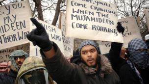 متظاهرون غاضبون