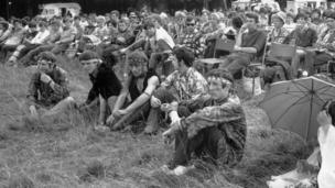 Festival goers and hippies in the grounds of Woburn Abbey, the seat of the Duke of Bedford in Bedfordshire.