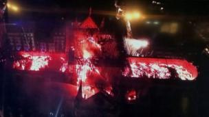Imagen del interior de Notre Dame tomada por un dron.