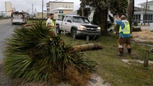 فلوریڈا کے گونر رک سکاٹ نے 'ناقابل تصور تباہی' کے بارے میں خبردار کیا ہے اور کہا ہے کہ گذشتہ 100 برسوں میں یہ شدید ترین طوفان ہو سکتا ہے۔
