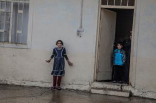 لقطته خلال عمليات تفتيش قوات العمليات الخاصة العراقية لمنازل في منطقة كوكجالي، شرقي الموصل في الثاني من نوفمبر/تشرين الثاني 2016
