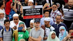 Muslims take part in a demonstration against US President Donald Trump's recognition of Jerusalem as Israel's capital, outside the US embassy in Kuala Lumpur on December 8, 2017.