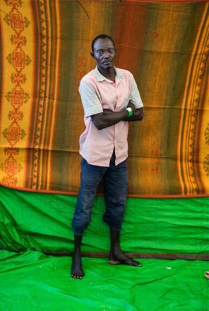 أباكمت نور، 41 عاما، من السودان وقضى أربع سنوات في ليبيا وكان يرغب في الرحيل إلى إيطاليا.