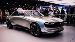 Xe Peugeot E-Legend dạng concept được trưng bày cũng tại Paris Motor Show ở Parc des Expositions, Porte de Versailles hôm 02/10/2018.