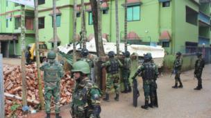 'আতিয়া মহল' ঘিরে সেনাবাহিনীর অবস্থান।