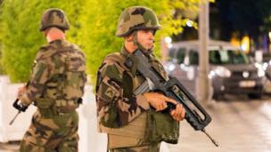 Soldados en Niza