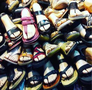 أحذية مكشوفة