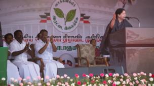 பிரசார கூட்டத்தில் உரையாற்றும் ஜெயலலிதா