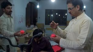 गुलाबी गेंद, पाकिस्तान खेल उद्योग