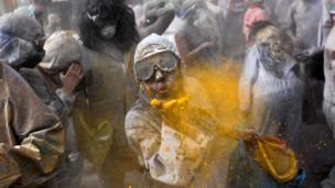 Flour fight, Greece