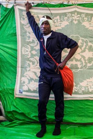 أمين دادا، 20 عاما، من السودان وقضى شهرين في ليبيا وكان يريد الهجرة إلى فرنسا.