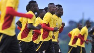 Le Ghana a été frappé par un scandale de corruption dans le monde du football révélé dans le documentaire du journaliste Anas Aremeyaw. La fédération de football du Ghana a été dissoute suite à la diffusion de cette enquête.