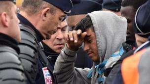 L'évacuation des migrants s'est déroulée sous une forte présence des forces de l'ordre.