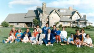 Portrait of the Bush family in front of their Kennebunkport, Maine August 24, 1986.