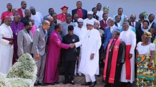 Shugaban Najeriya Muhammadu Buhari bayan ya gana da mambobin kungiyar Kiristoci ta Najeriya (CAN) a fadarsa da ke Abuja ranar Juma'a