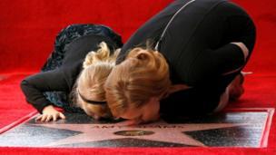 الممثلة الأمريكية إيمي آدمز وابنتها أفانيا