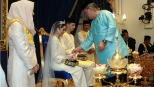 Princess Tunku Tun Aminah Sultan Ibrahim receives a blessing from her father, Johor Sultan Ibrahim Sultan Iskandar