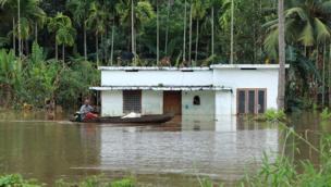 ભારે વરસાદને પગલે લોકનાં ઘરોમાં પાણી ઘૂસી ગયા