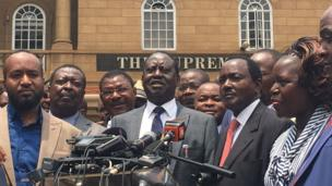 NASA Presidential candidate Raila Odinga dey talk to tori people for front of Kenya Supreme court
