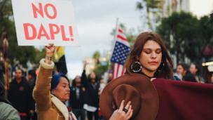 डाकोटा एसेस पाइपलाइन के विरोध में प्रदर्शन.