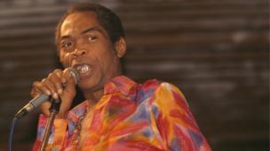 Fela wanda ya mutu a watan Oktoban shekarar 1997, ya shahara ne a nau'in kidan Afrobeat