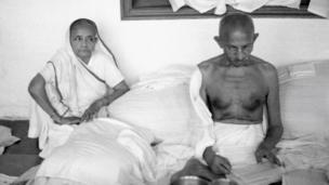 మహాత్మాగాంధీతో కస్తూర్బా గాంధీ