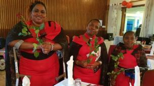 Kinamama walivalia mavazi ya rangi nyekundu kuashiria mapenzi