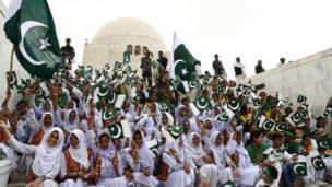 For Karachi wey be Pakistan capital, small jolli happen for mausoleum of Muhammad Ali Jinnah