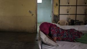 इंस्टीच्यूट ऑफ़ ह्यूमन वीहेवियर एंड एप्लाइड साइंसेज में समय गुजार रही मानसिक रोगी