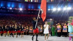 Les athlètes des Bermudes ont défilé dans leurs bermudas traditionnels.